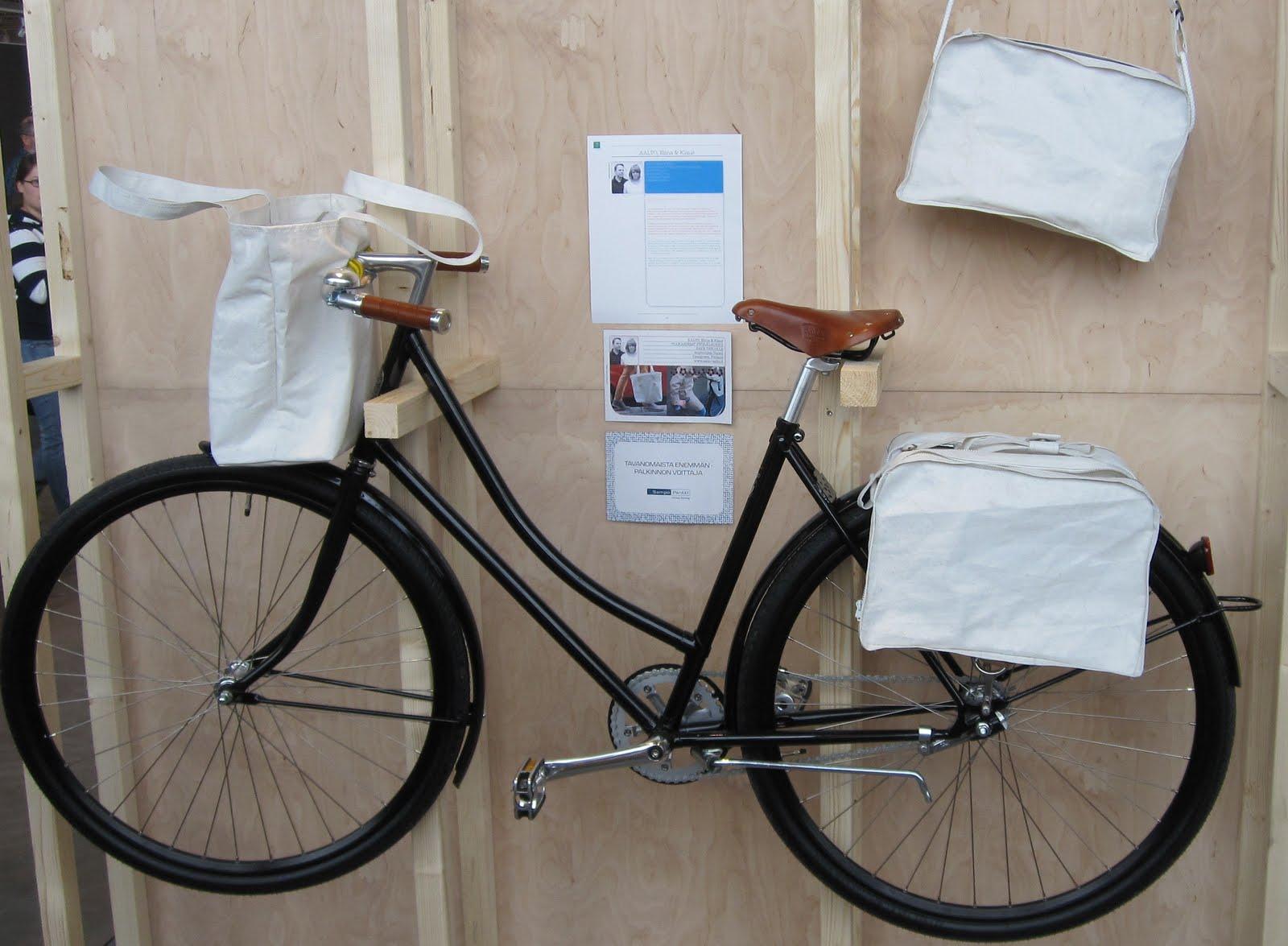 Laukut ja pyörä